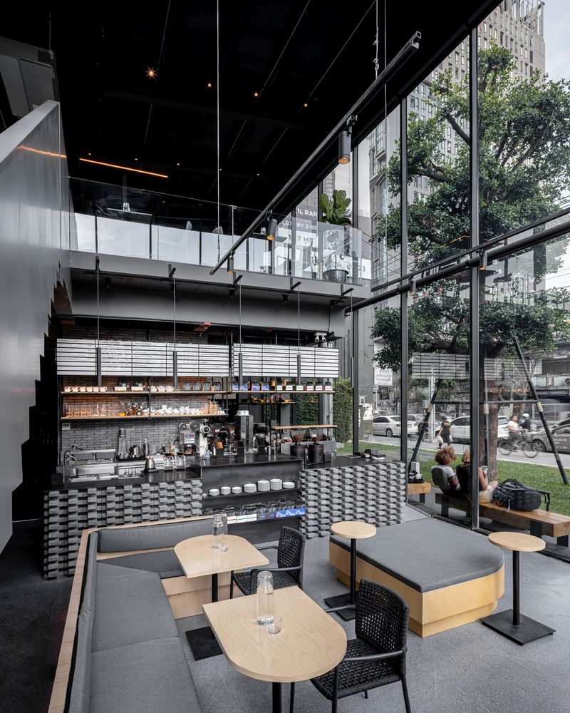 The main floor is almost entirely comprised of a double-height space which takes full advantage of the view