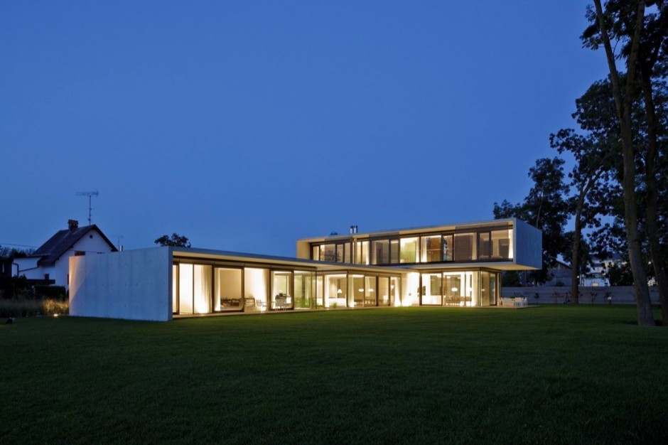 LK Stacked Volume House in the town of Hard Austria