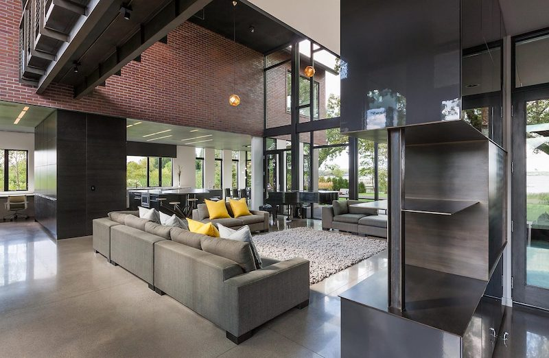 The concrete flooring and brick walls in combination with the metal elements give the living area a modern-industrial look