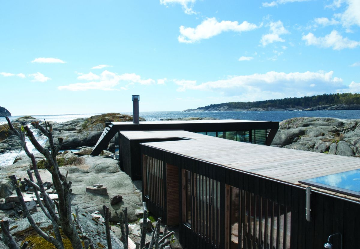 Lille Arøya holiday home roof and view