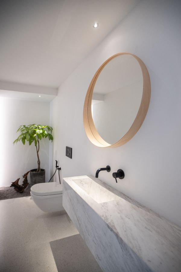 White marble was also introduced into the bathroom in the form of a floating vanity