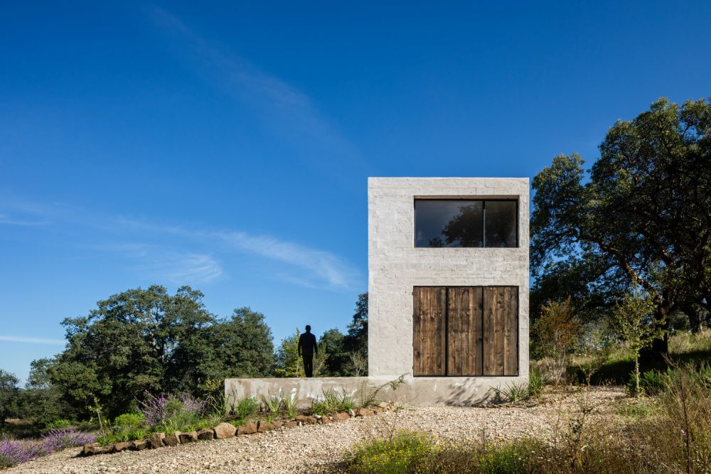 Everything about this house is meant to be simple, genuine and to have a connection to nature