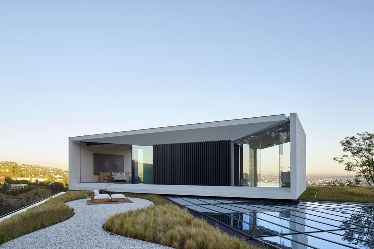 Michael Bay villa in Los Angeles cantilevered independent volume