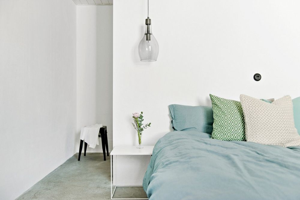 The occasional hint of color helps to keep the decor interesting and doesn't allow it to become boring or monotonous