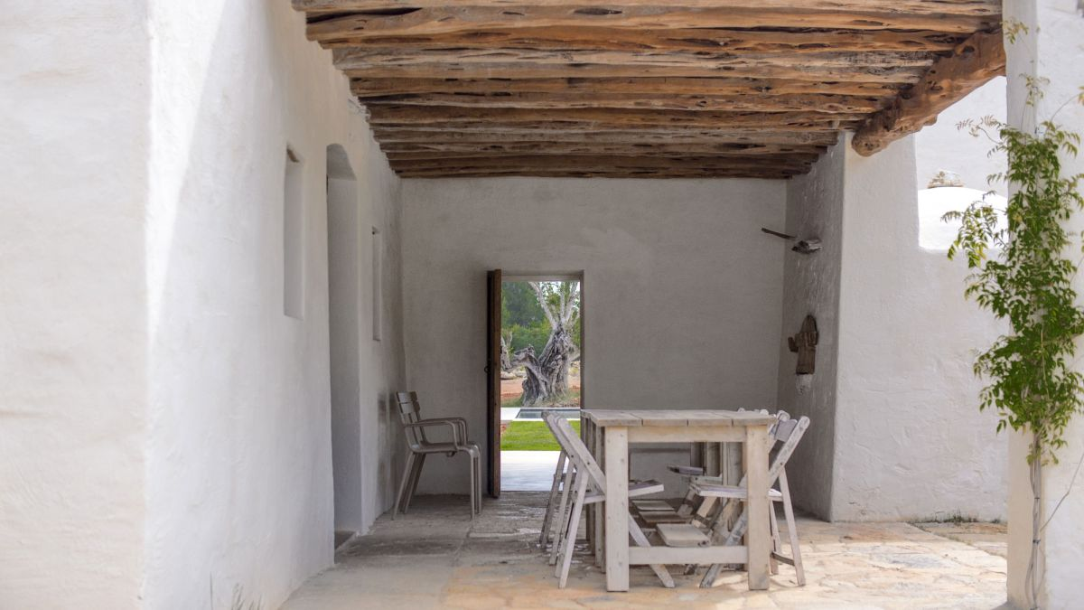 Modern Finca Can Basso transformation covered terrace
