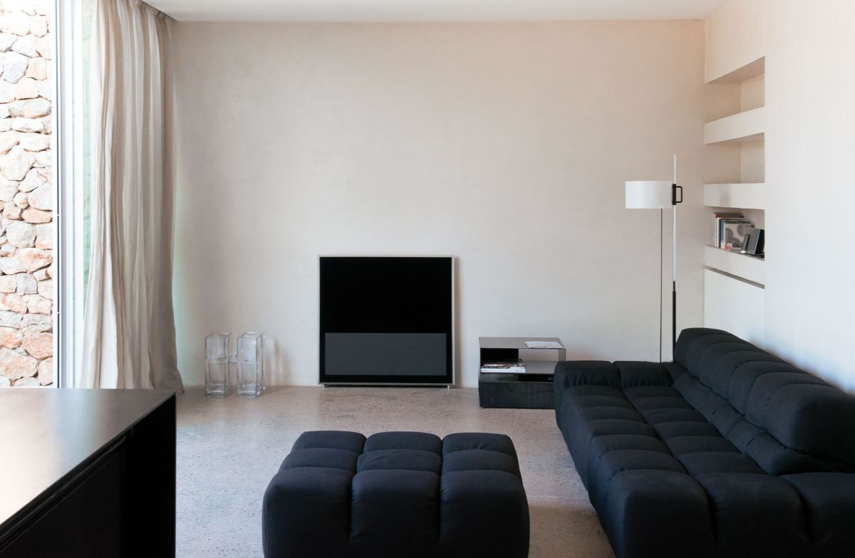 Modern Finca Can Basso transformation living room layout