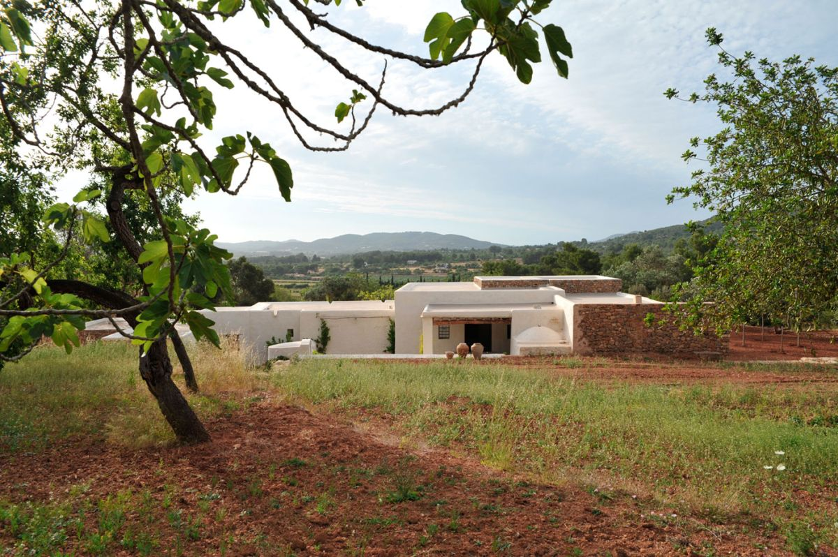 Modern Finca Can Basso transformation location on site