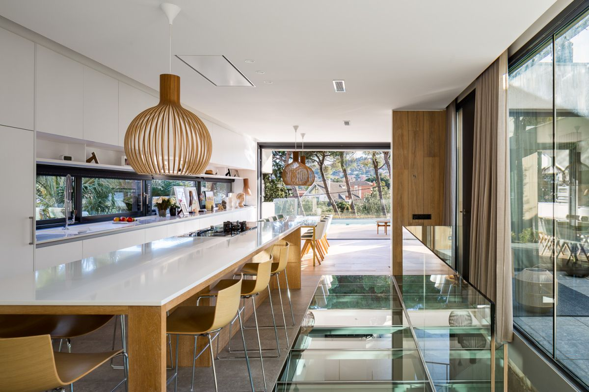 Glass in particular was used extensively throughout the house, often in unusual and interesting ways