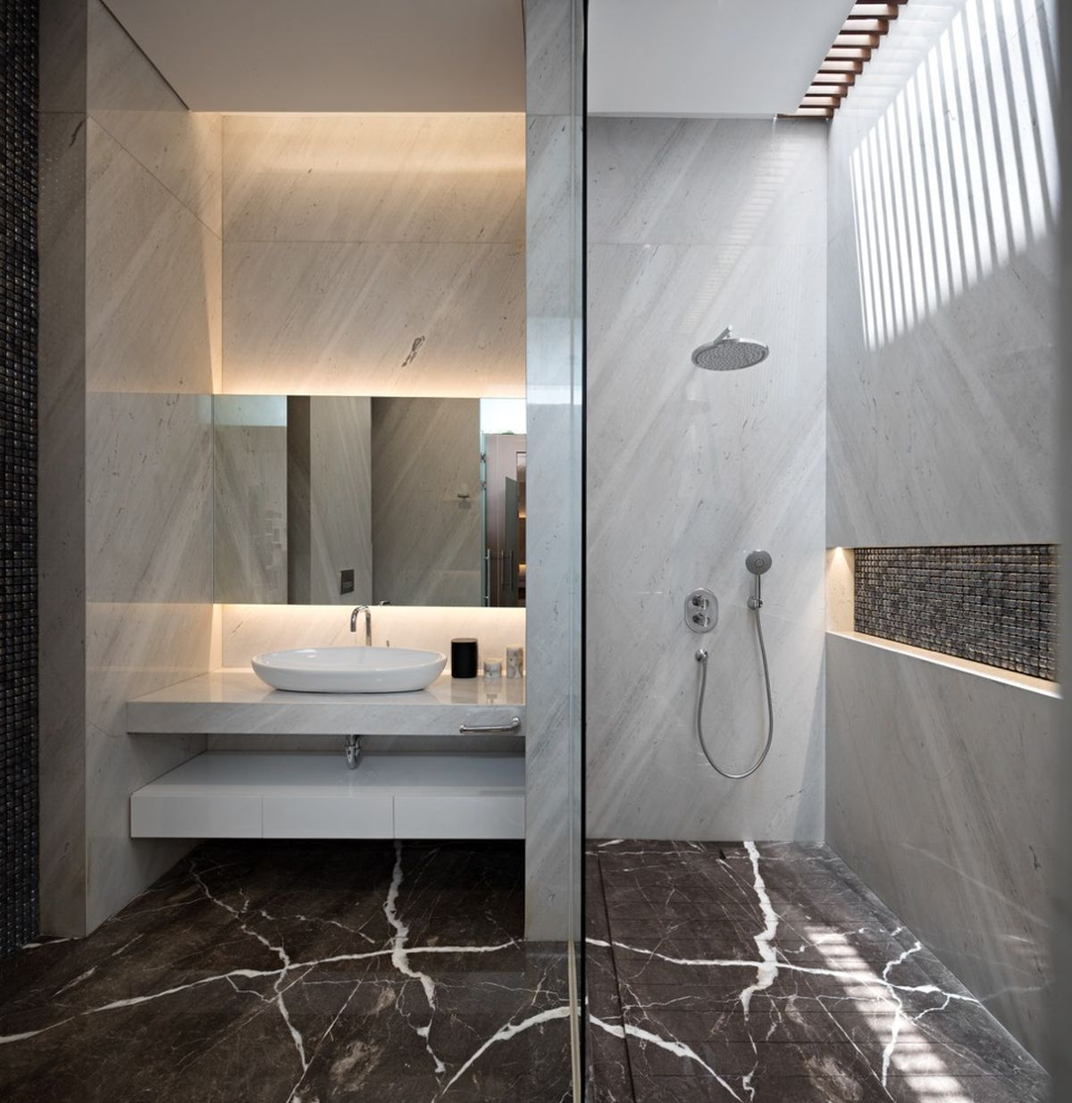 This bathroom has one of the most harmonious designs, featuring a marble floor and subtle accent lighting