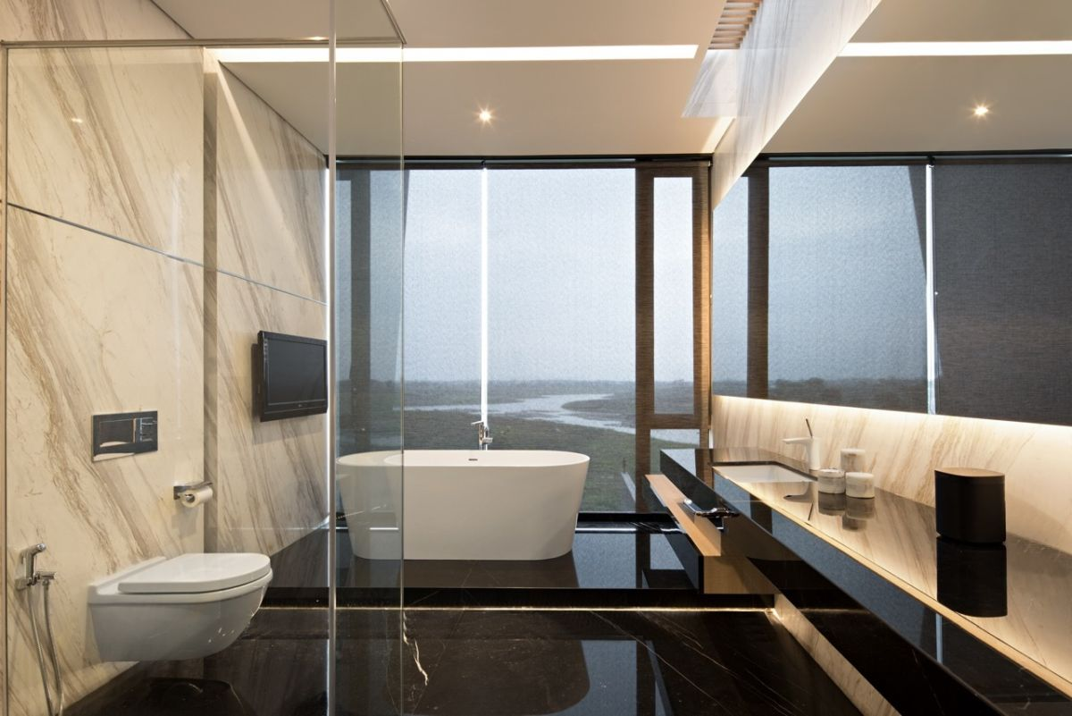 The full-hight windows and glass shower partition in combination with the floating vanity give the bathroom a very airy look