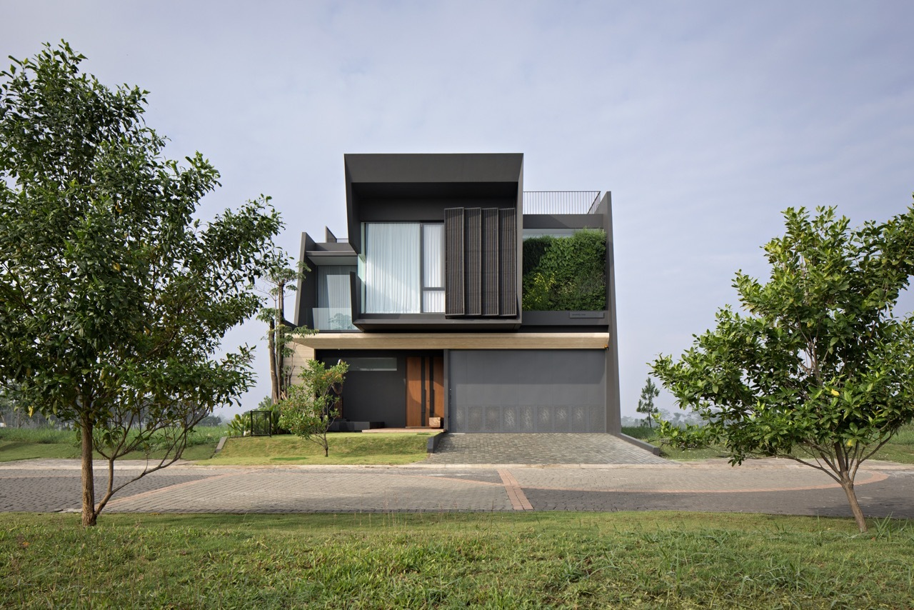 From an architectural point of view, the house is simple but has plenty of character and individuality