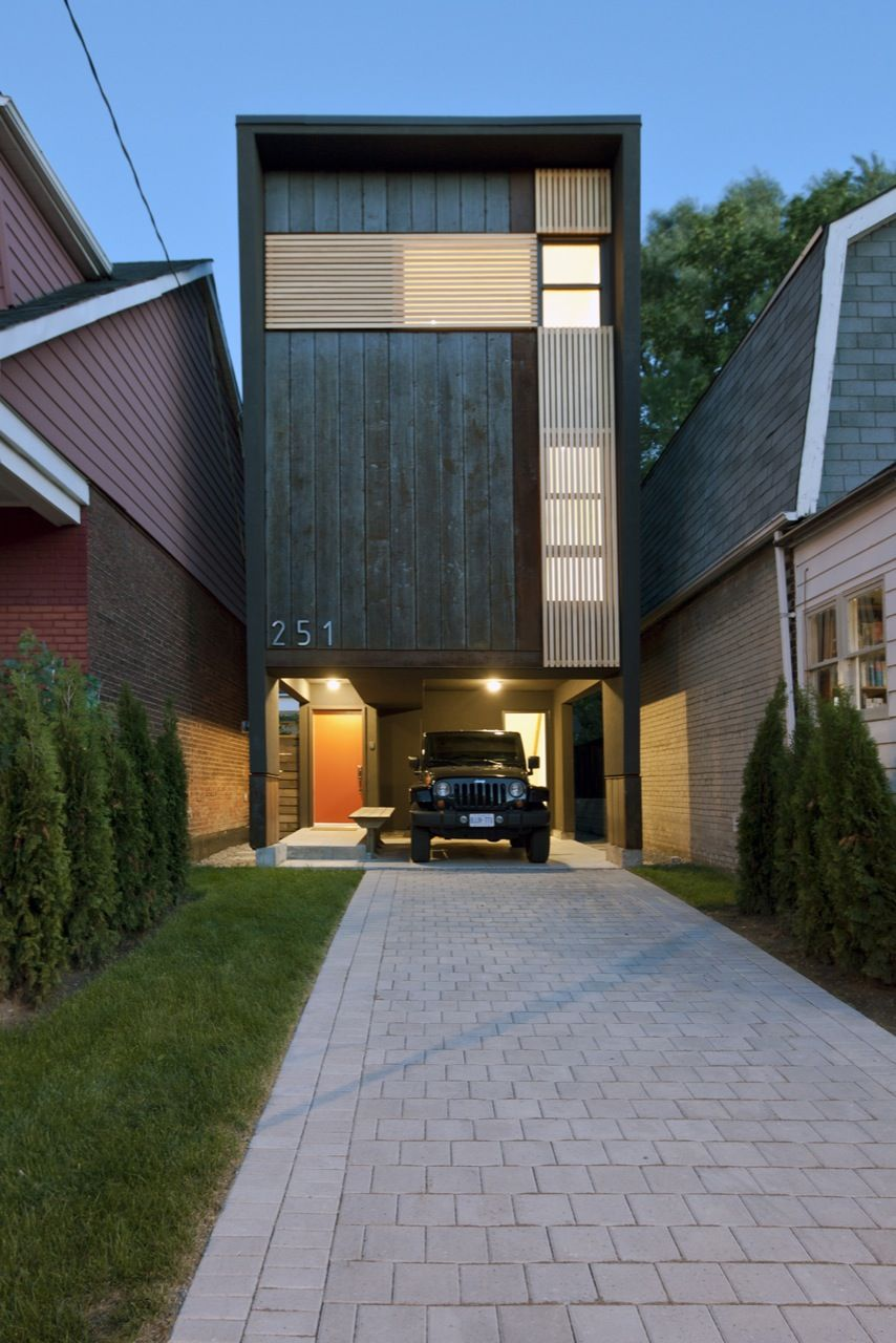 Narrow - Shaft House from Atelier rzlbd