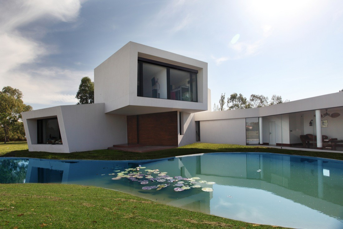 Orchid white stacked House by Andres Remy Arquitectos