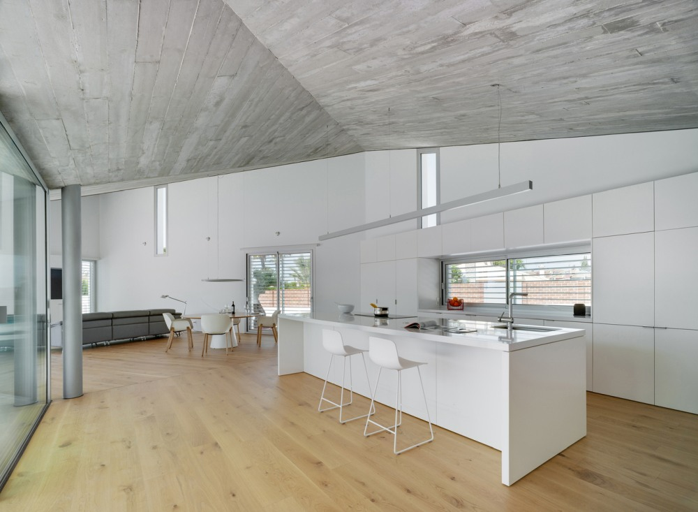 The interior is very bright thanks to the white walls and light wooden floors
