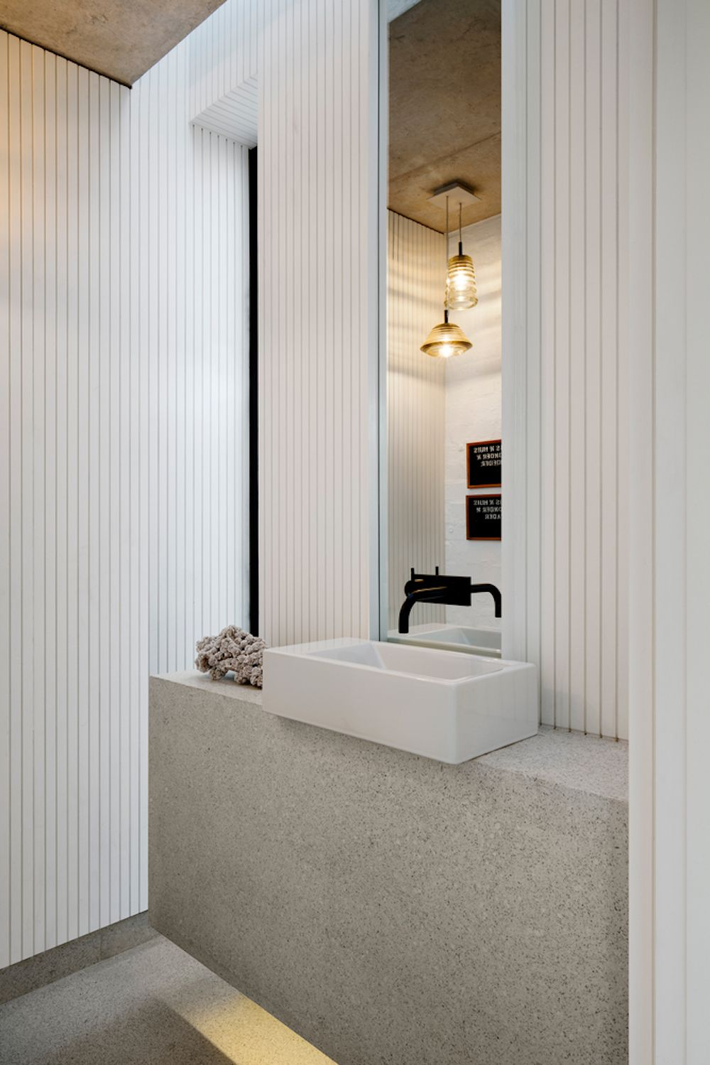 The interior design is simple, modern and sophisticated and this balance is maintained in all the rooms, this one included