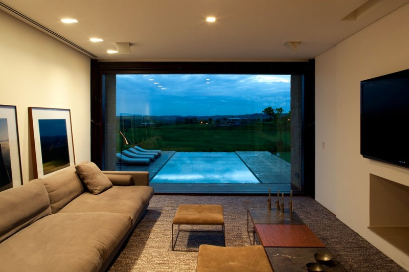 Quinta da Baronesa house view of the pool from inside