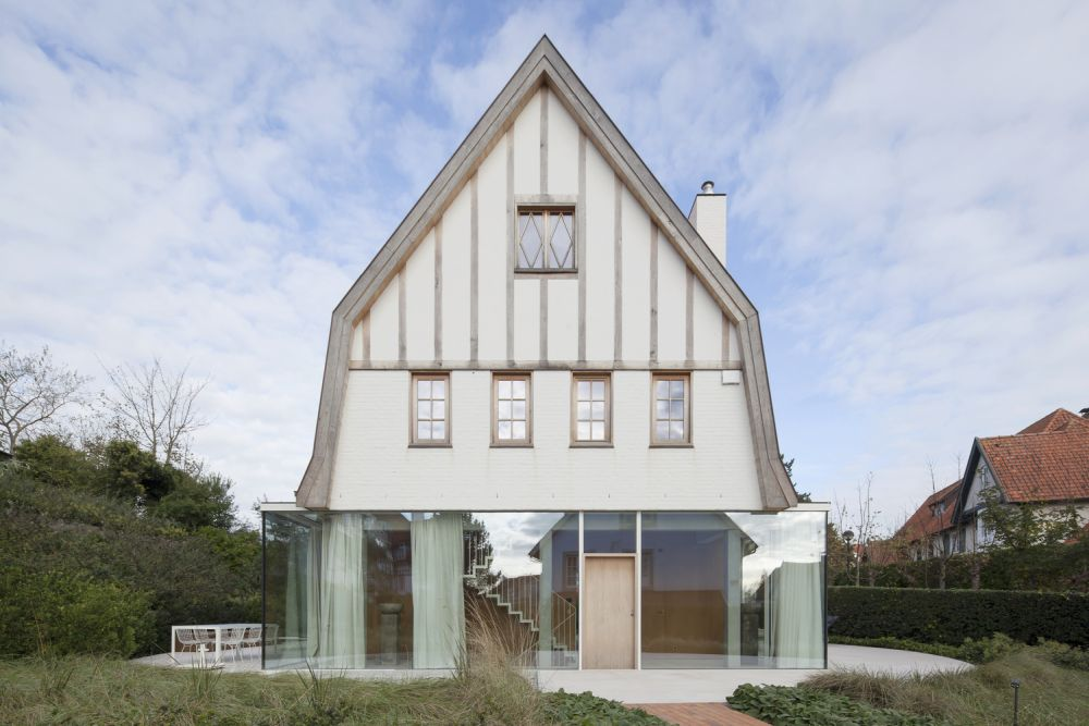 There's a very big contrast between the ground floor and the rest of the house which can be seen from all angles