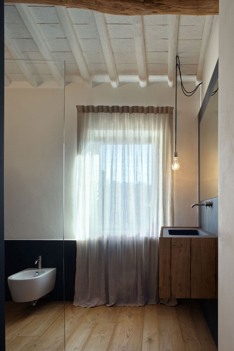 Renovated country house in Lucca bathroom wood decor