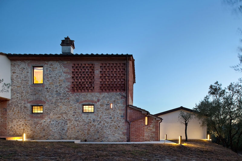 Renovated country house in Lucca exterior walls