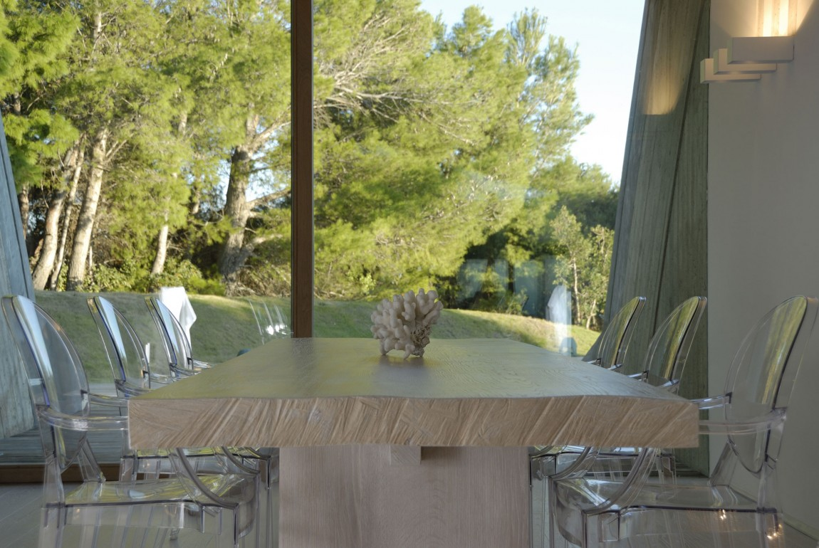 Residence-in-Sardinia-dining-table-and-views