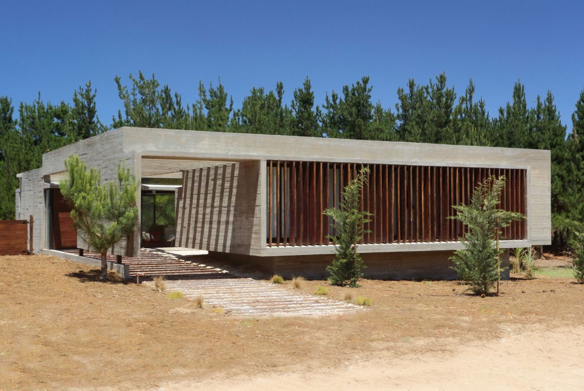 S & S House in Argentina facade and pergola