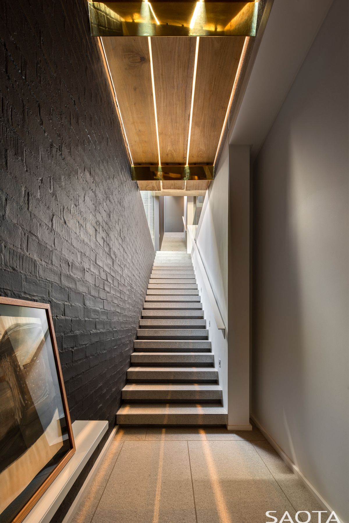 The lighting throughout the house is perfectly on point, highlight the best design features in every space
