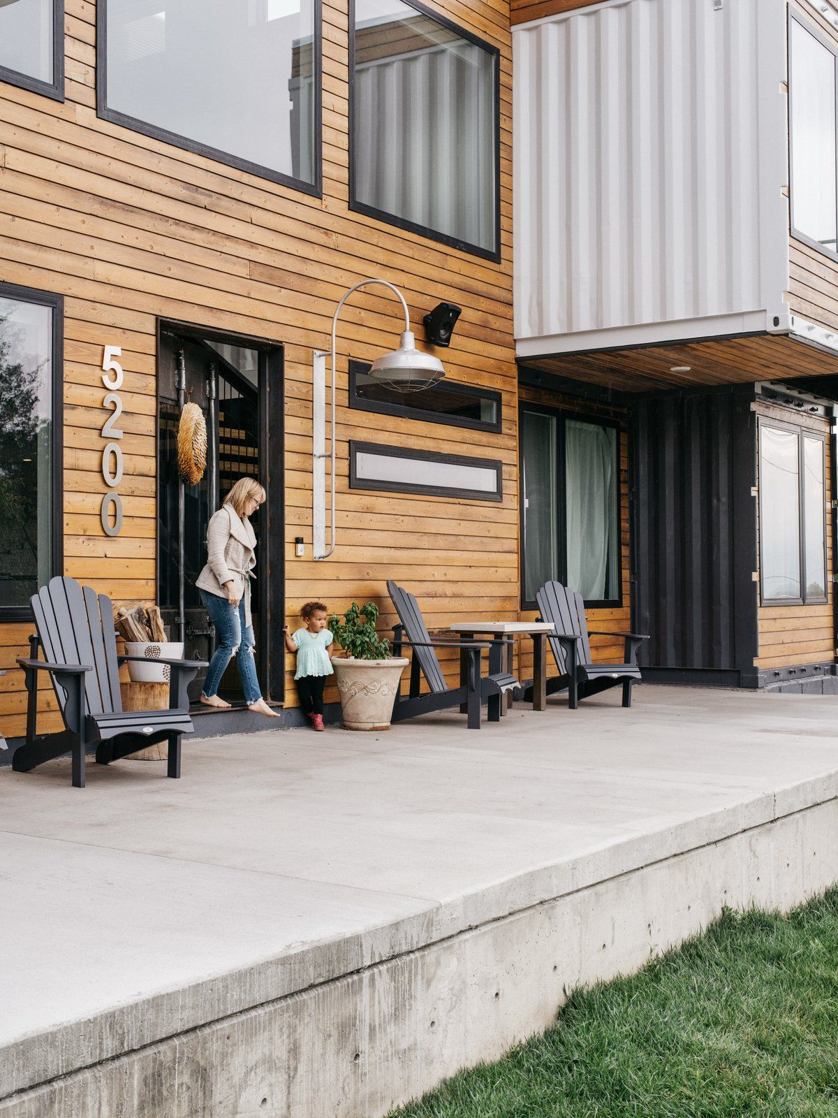 The wood-clad exterior walls give the house a very welcoming and cozy look