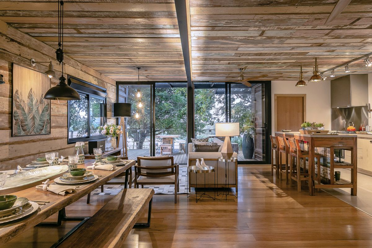 The reclaimed wood gives the living area a lot of character and is in tone with the whole country-chic style