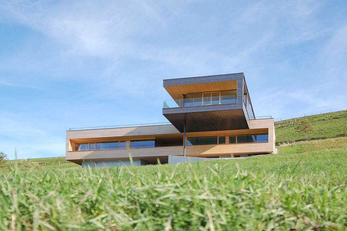 Single family home with clear view