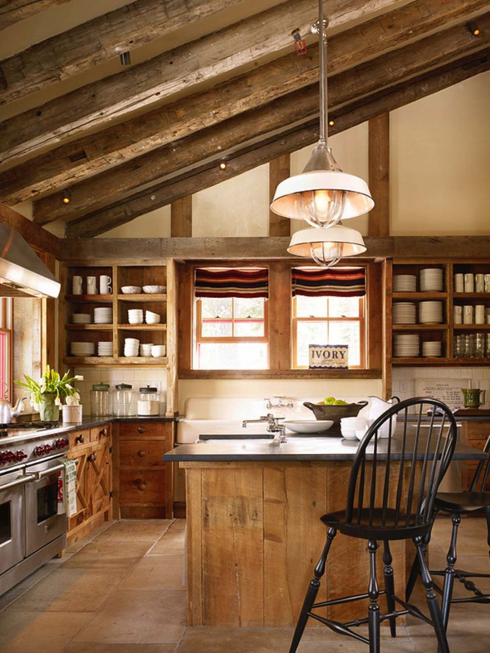 All the salvaged wood used throughout the cabin creates a strong sense of belonging and gives the rooms a lot of character