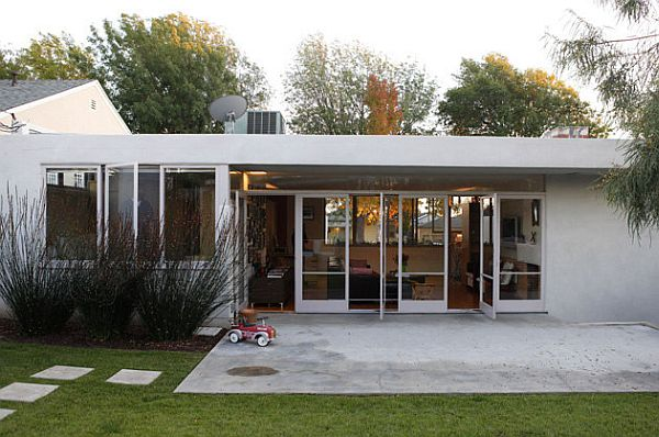 Small Schindler house in Inglewood remodeled