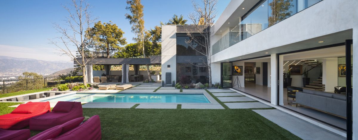 This type of design takes advantage of the prime location and great weather.