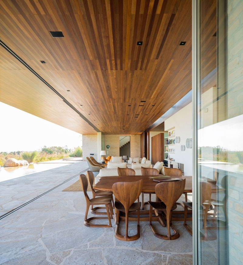 Summerhouse in Sao Paulo living and dining space