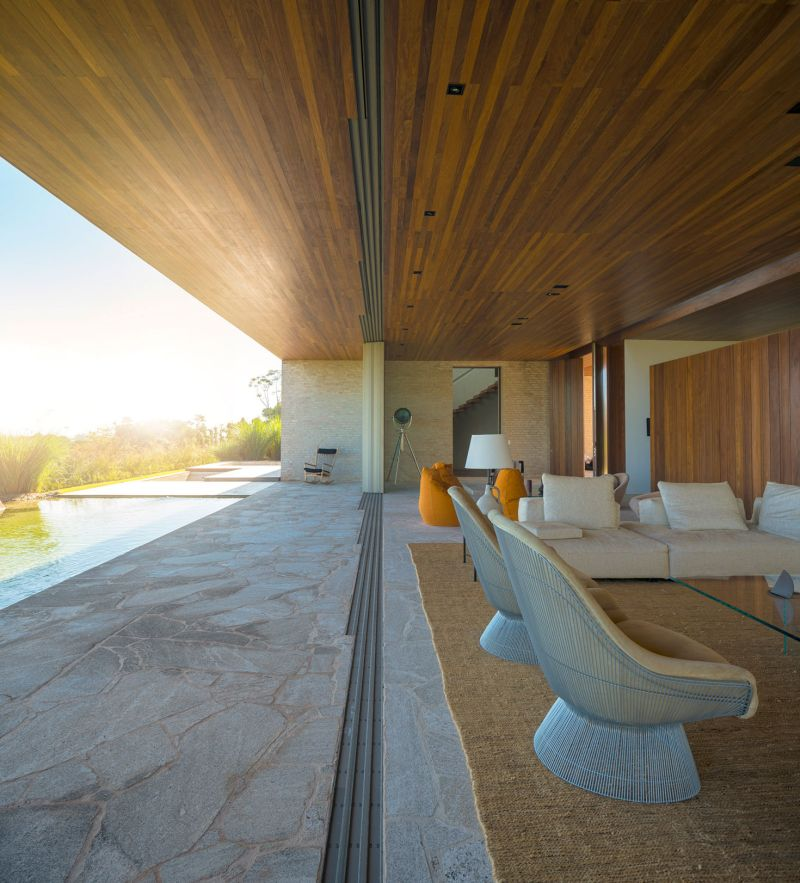 Summerhouse in Sao Paulo wood ceiling extension