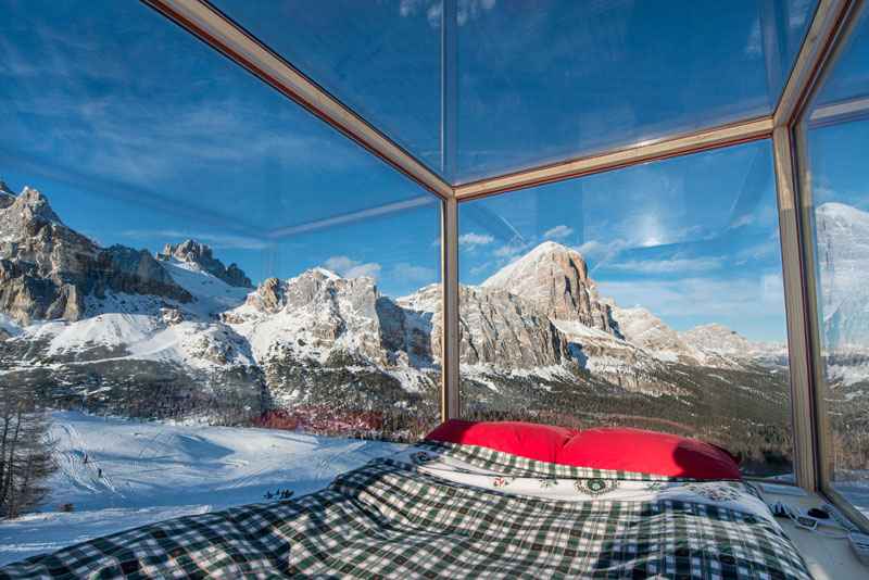 Super Tiny Cabin - northeastern Italy -bed full glass