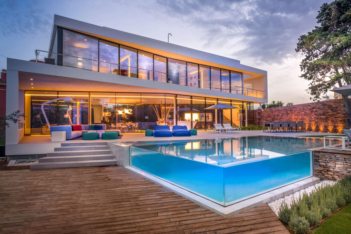 The Cool Blue Villa's infinity pool