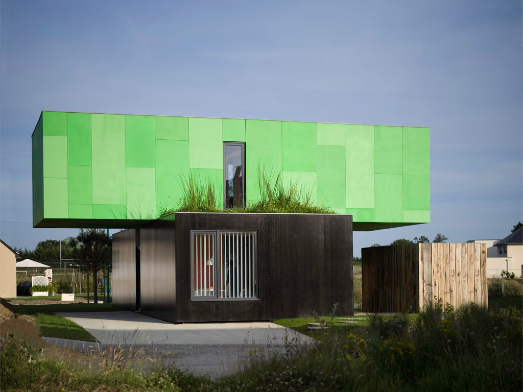 The Crossbox House from shipping containers Green
