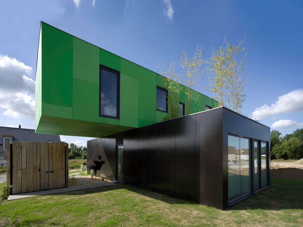 The Crossbox House from shipping containers