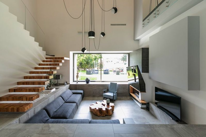 The interior is fragmented into several different zones but even so the house is very cohesive