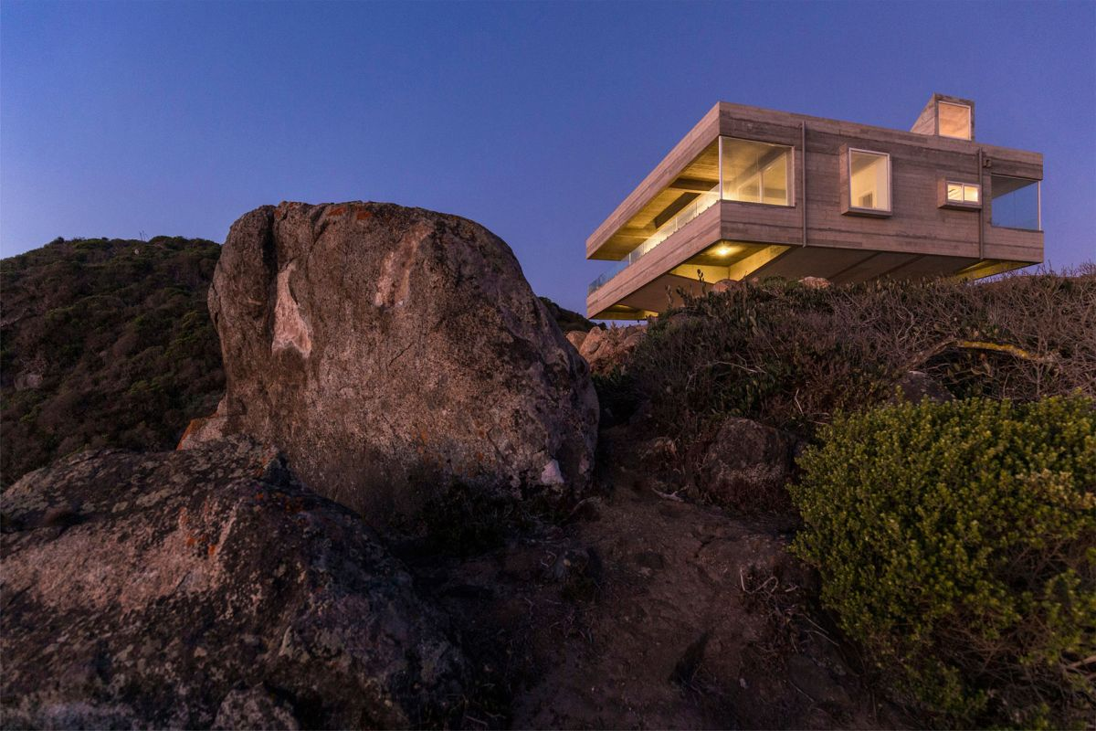 The Mirador House perched on the cliff