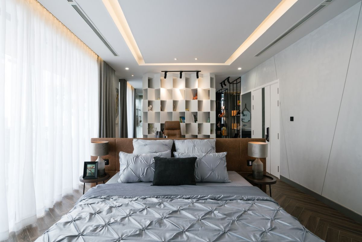 Cove lighting gives this bedroom a particularly cozy appearance, highlighting the overall modern decor