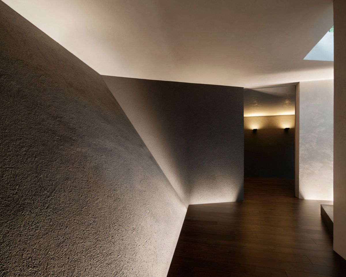 The SRK residence in Tokyo emphasizes the texture on the walls