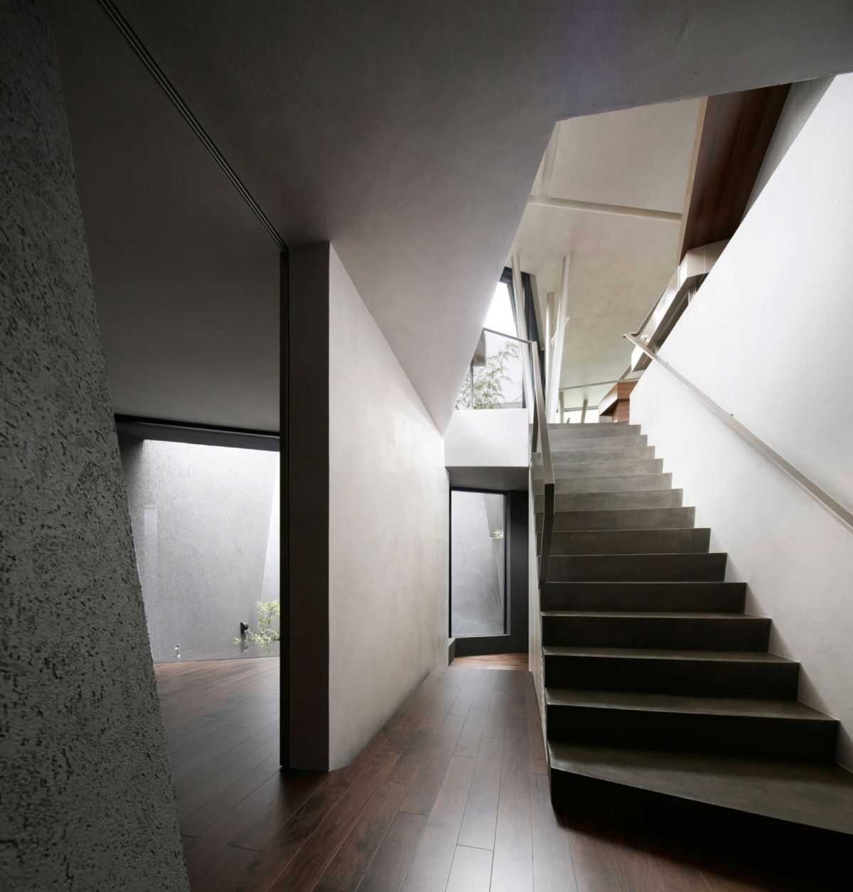 The SRK residence in Tokyo has a modern staircase