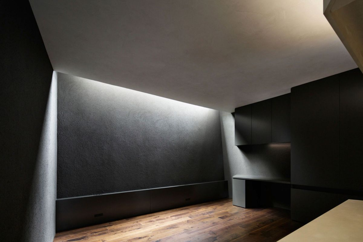 The SRK residence in Tokyo highlights the accent lighting on ground level
