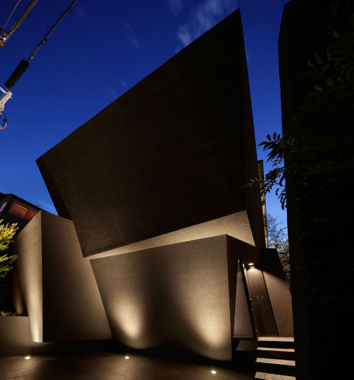 The SRK residence in Tokyo looks artistic at night