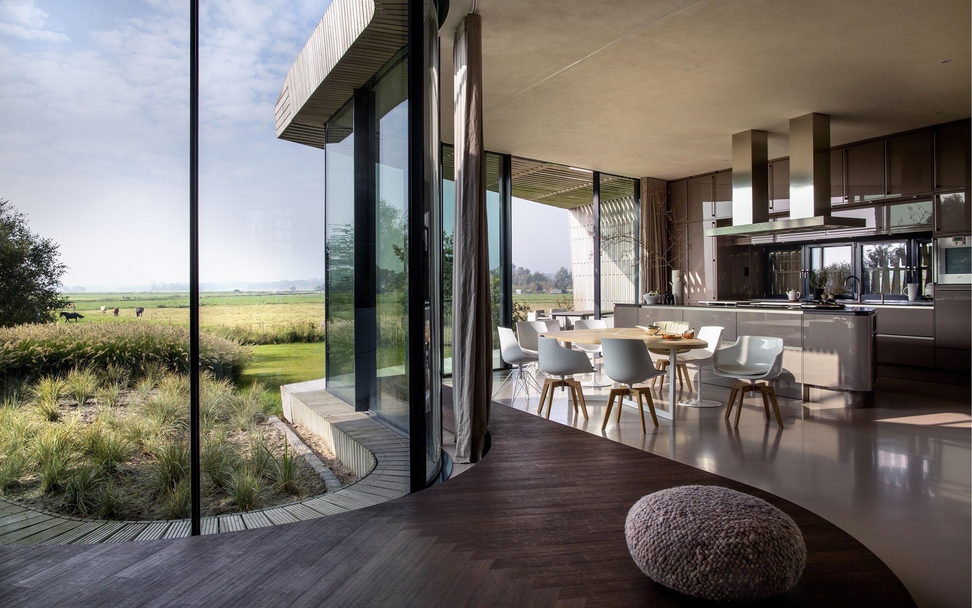 The-W.I.N.D-House-kitchen-and-dining