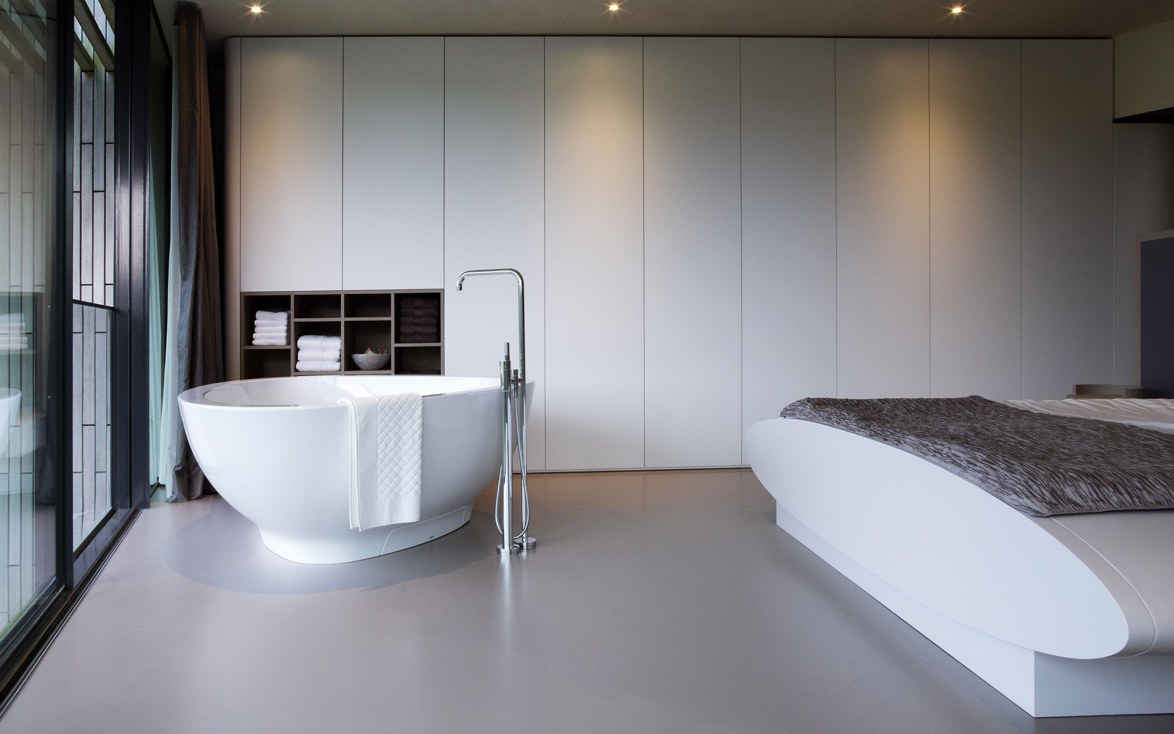 The-W.I.N.D-House-master-bedroom