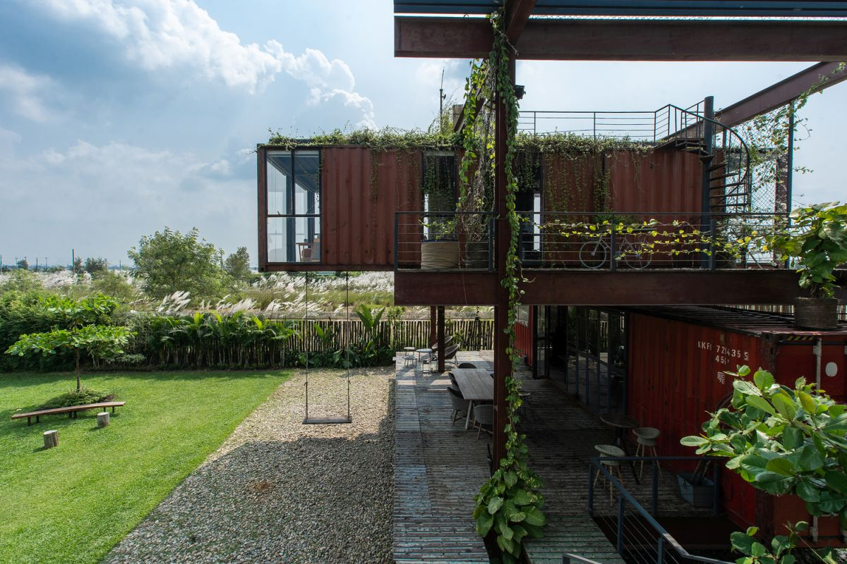 The numerous decks and terraces serve as buffer spaces between the four container volumes