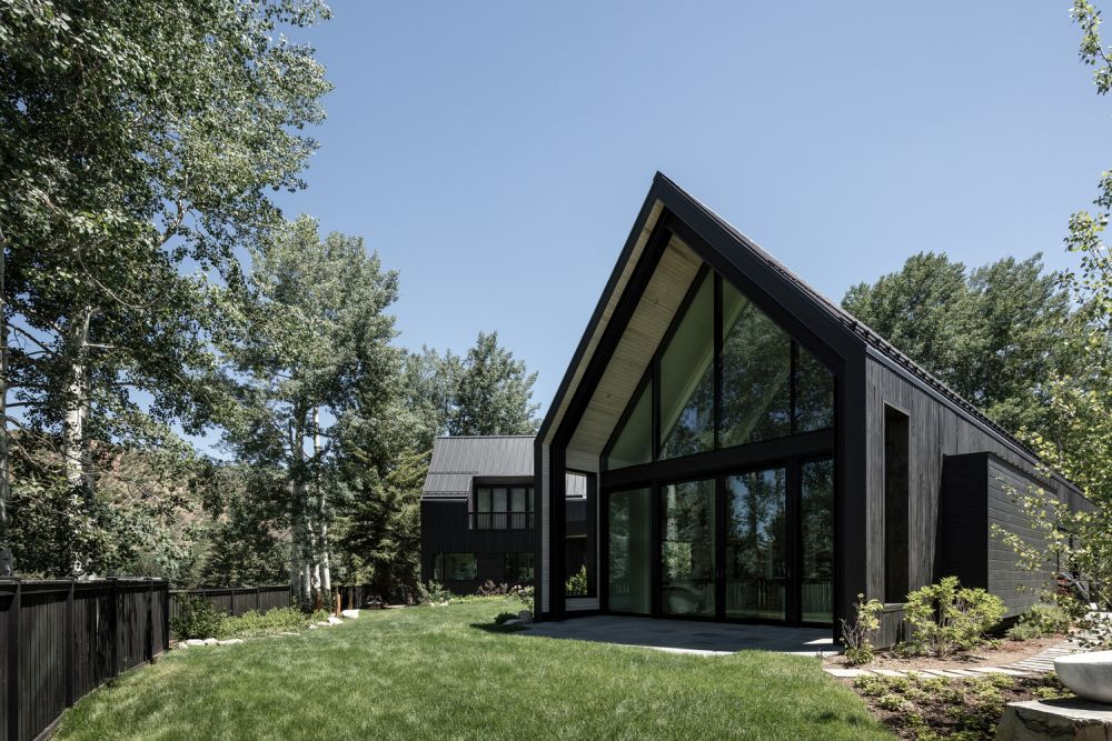 The dark cedar exterior helps the house to better blend in with its surroundings