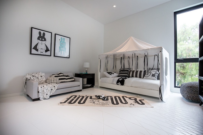 Wave House kid bedroom black and white